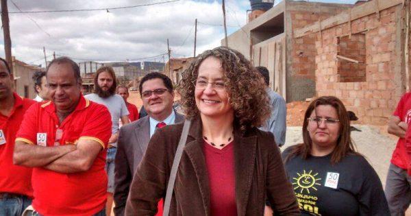 Luciana Genro reafirma compromisso com a luta pela moradia em visita à ocupação Eliana Silva em Belo Horizonte