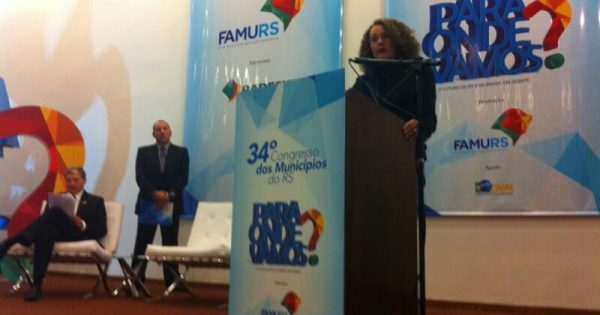 Luciana Genro defende repasse de 35% da arrecadação de tributos aos municípios
