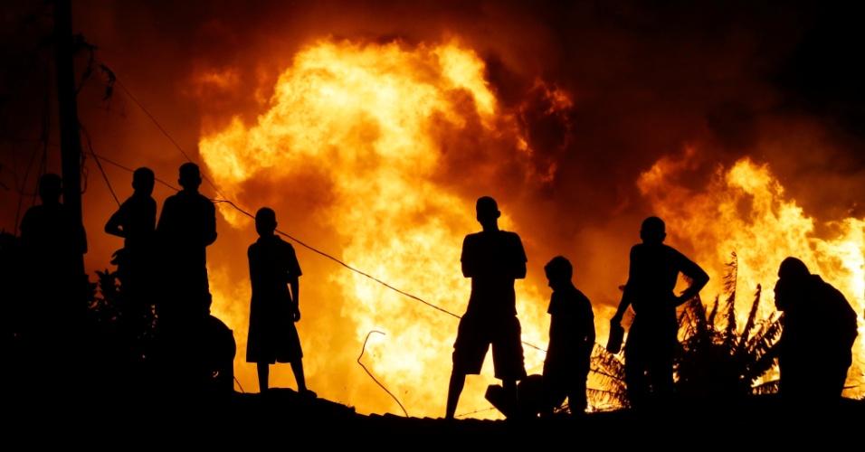 7set2014---incendio-de-grandes-proporcoes-atinge-favela-na-regiao-da-avenida-jornalista-roberto-marinho-na-zona-sul-de-sao-paulo-na-noite-deste-domingo-1410145137281_956x500