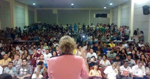 """""""Quero ganhar as eleições e fazer avançar as pautas democráticas"""", diz Luciana Genro em debate na UERJ em São Gonçalo"""