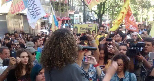 Luciana Genro faz campanha no centro do Rio de Janeiro