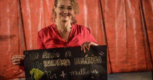Luciana Genro participa de manifestação por Reforma Política com movimentos sociais em São Paulo