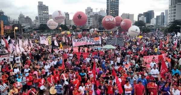 30 mil pessoas protestam contra PL das Terceirizações em São Paulo