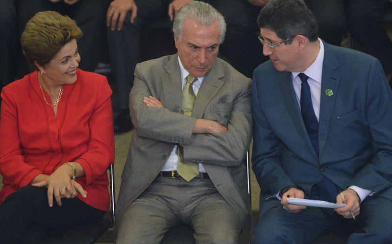 A presidenta Dilma Rousseff, o vice-presidente Michel Temer, e o ministro da Fazenda, Joaquim Levy durante cerimônia de lançamento da nova etapa do Programa de Investimentos em Logística