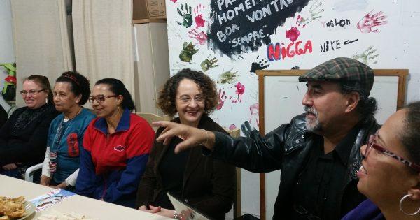 Luciana Genro visita comunidade do Rubem Berta e defende organização popular