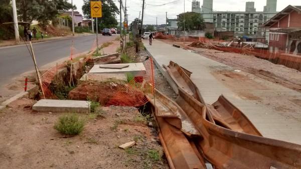 Ainda inacabada, duplicação da Avenida Tronco começou em 2012 e motiva remoção de moradores do entorno