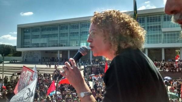 Luciana Genro no ato #ForaBetoRicha em Curitiba, no dia 1 de maio