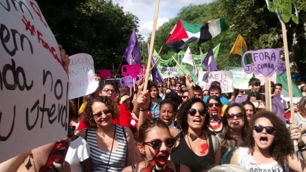 Mulheres se mobilizaram contra Cunha em todo o país (na foto, ato em Porto Alegre no dia 7 de novembro)