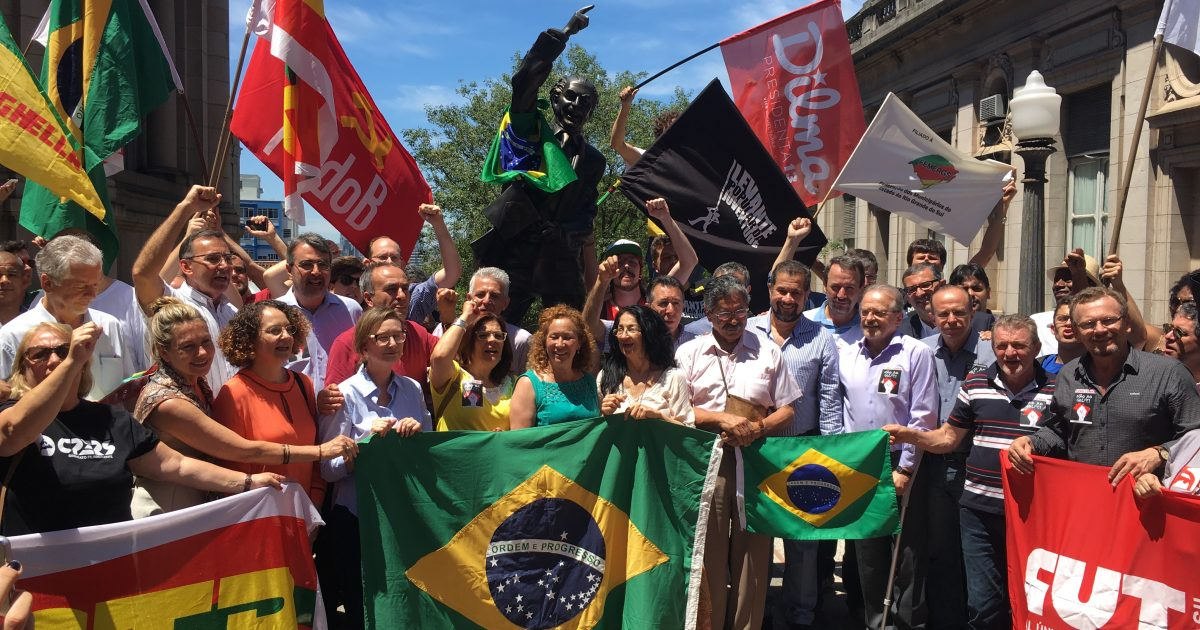 Luciana Genro no ato Fora Cunha e contra o golpe em Porto Alegre