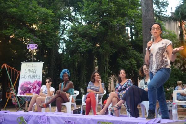 """Marcia Tiburi veio a Porto Alegre debater a construção de uma """"Cidade das Mulheres"""" ao lado de Luciana Genro"""