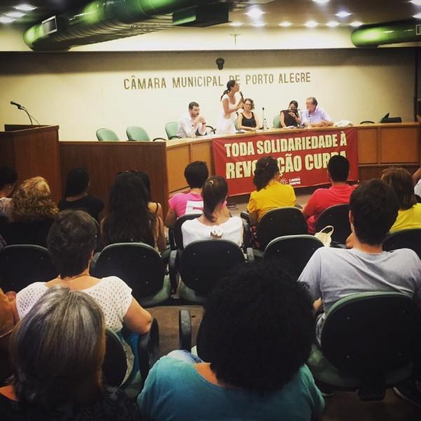 Público do Fórum Social Mundial e diversas organizações de esquerda compareceram ao debate