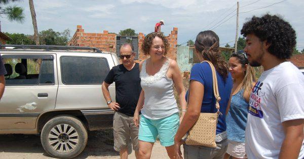Luciana Genro visita ocupação Vida Nova, na Restinga, e defende direito à moradia