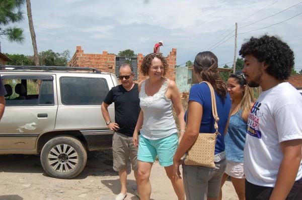 Luciana Genro participou de evento com mães e crianças da comunidade Vida Nova, na Restinga
