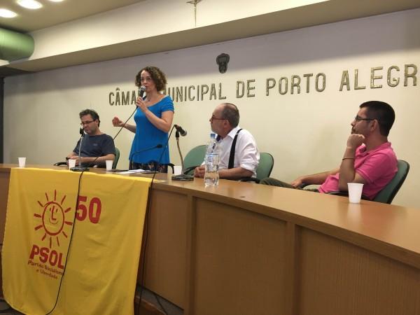 """""""Queremos dialogar com os que fizeram de Porto Alegre uma cidade pioneira na participação popular e na luta por outro mundo possível, mas queremos ir muito além"""", disse Luciana Genro"""