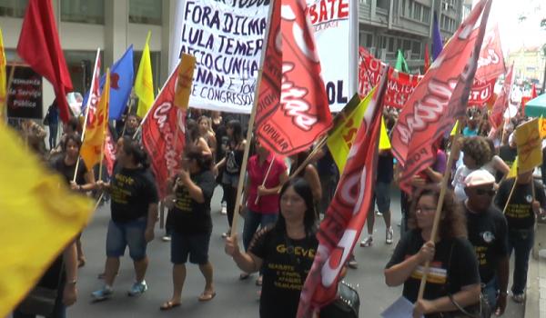 Manifestantes vão às ruas contra o impeachment e por eleições gerais