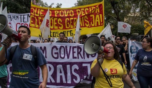 Estudantes ocupam as ruas de Porto Alegre por eleições gerais