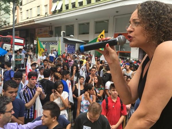 Luciana Genro participou do ato dos estudantes por eleições gerais | Foto: Samir Oliveira/Divulgação