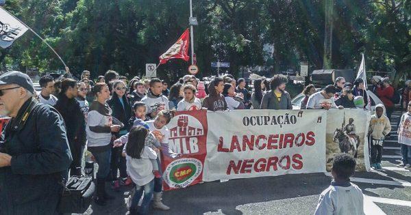 Lanceiros Negros se manifesta contra reintegração de posse