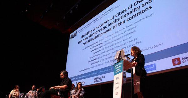 """""""É possível começar a mudança pelas cidades"""", diz Luciana Genro em Madrid"""