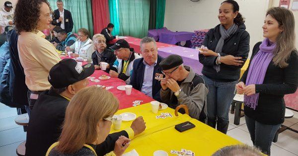 Moradores do Rubem Berta prestam apoio a Luciana Genro