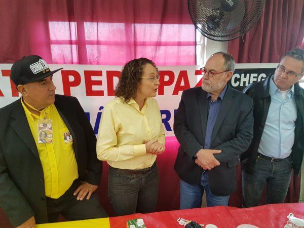 Luciana dialogou com moradores e agradeceu o apoio | Foto: Alvaro Andrade/PSOL
