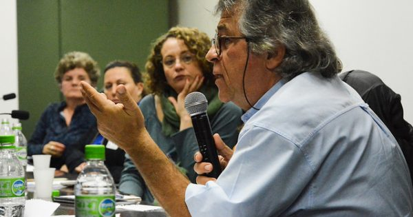 Luciana Genro e Ricardo Antunes defendem valorização do SUAS e criticam terceirizações em Porto Alegre