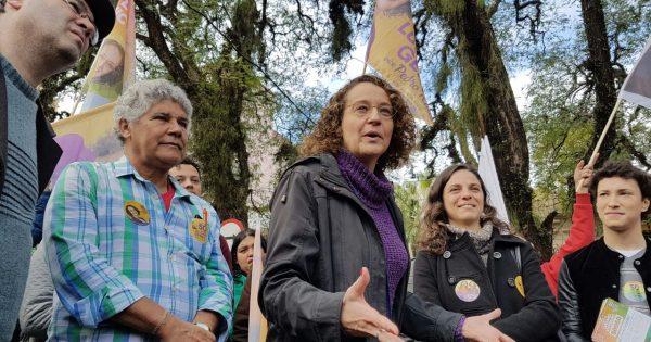 Militância ocupa Brique da Redenção em caminhada com Luciana Genro e Chico Alencar