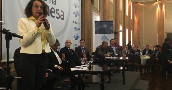Luciana defende corte de CCs e combate à corrupção em painel da Federasul