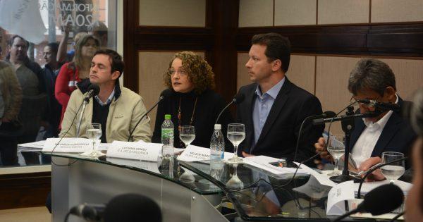 """""""Construimos um programa completo com quase 200 paginas para Porto Alegre"""", diz Luciana no debate da Guaíba"""