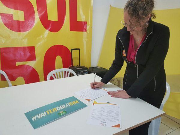 Documento foi assinado pela candidata | Foto: Alvaro Andrade/PSOL
