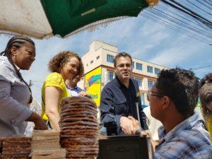 Comerciantes populares e moradores foram receptivos com Luciana | Foto: Alvaro Andrade/PSOL
