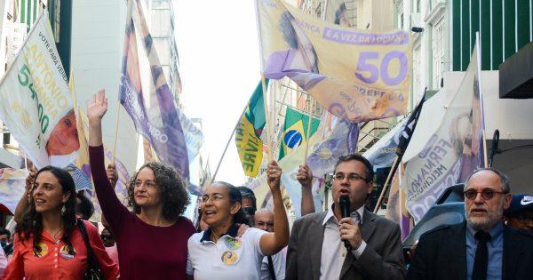 """Heloisa Helena caminha pelo Centro com Luciana Genro: """"Porto Alegre merece uma mulher honrada e corajosa"""""""