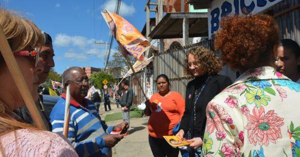 Luciana Genro visita o Rubem Berta e reforça apoio às demandas do bairro