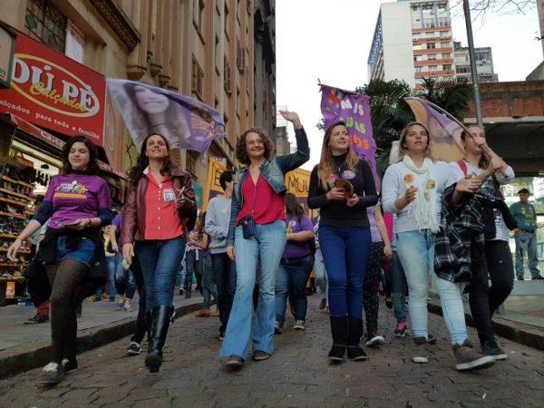 Caminhada das mulheres com Luciana Genro percorreu o Centro de Porto Alegre nesta sexta-feira (09/09 | Foto: Alvaro Andrade/PSOL