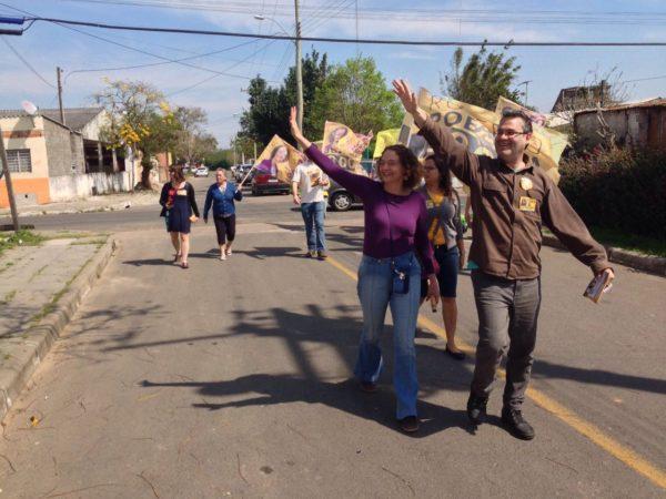 Luciana e Robaina caminharam e dialogaram com moradores | Foto: Alvaro Andrade/PSOL