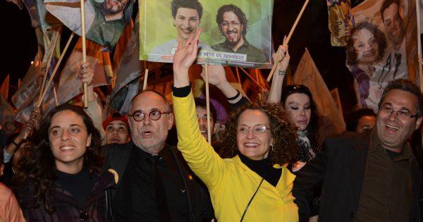 Caminhada rumo ao segundo turno reúne milhares de pessoas com Luciana Genro em Porto Alegre