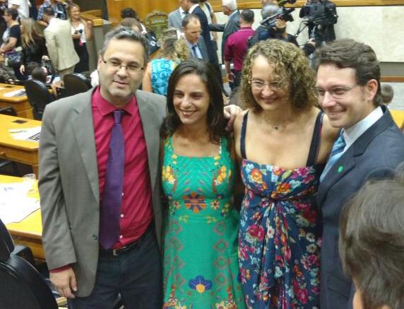 Bancada do PSOL na Câmara Municipal de Porto Alegre: vereadores Roberto Robaina, Fernanda Melchionna e Prof. Alex Fraga com Luciana Genro | Foto: Divulgação