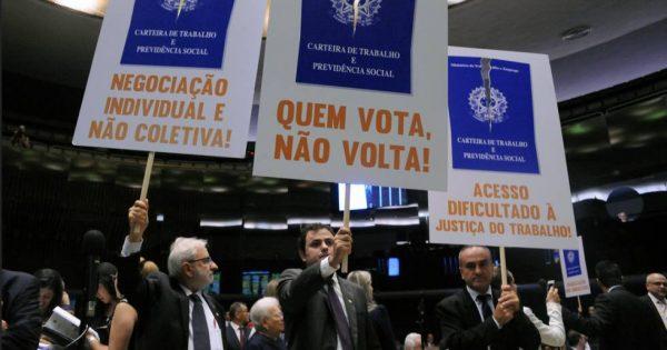 """Laura Carvalho: """"Na economia, o todo é diferente da soma das partes"""""""