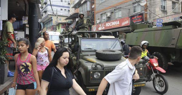 """""""Exército serve para tudo, menos proteger quem vive na Rocinha"""""""