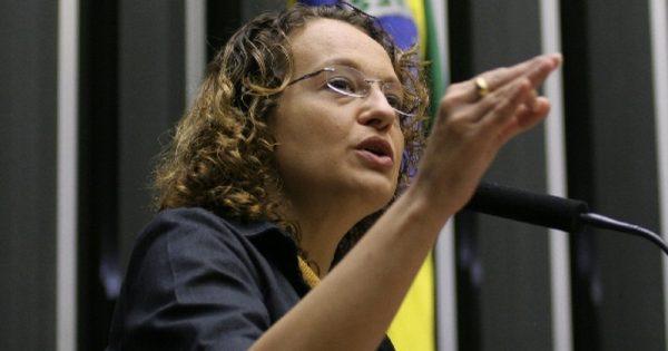 Justiça determina remoção de notícia falsa com ataque à honra de Luciana Genro