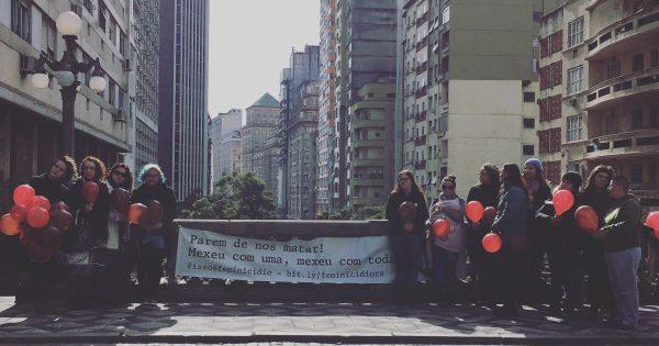 Ato na Capital faz homenagem a vítimas de feminicídio e pressiona governo do Estado