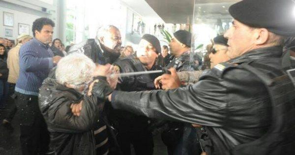 Truculência e manobras para tirar direitos dos municipários de Porto Alegre