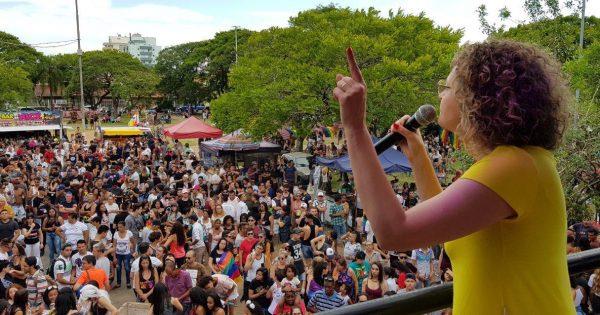 Luciana Genro participa da Parada da Diversidade em São Leopoldo