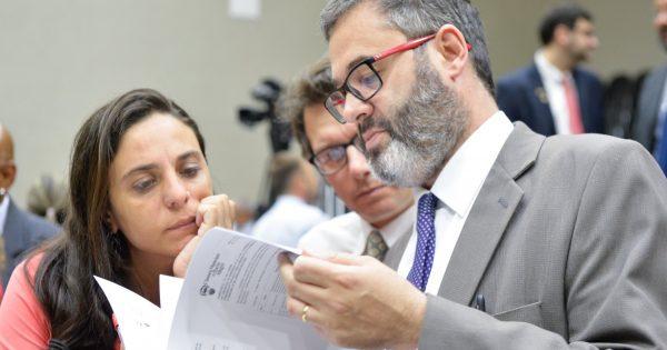 Roberto Robaina aprova emenda que garante R$ 100 mil para ambulatório trans em Porto Alegre