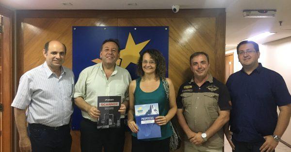 Luciana Genro e técnicos tributários do Estado discutem política de isenções fiscais