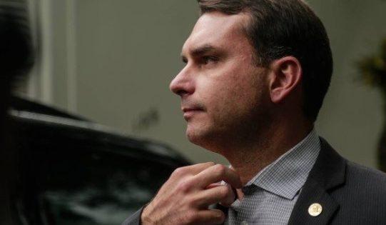 """Qual a relação de Flávio Bolsonaro com o """"Escritório do Crime""""?"""