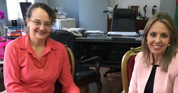Luciana Genro apresenta projetos sobre segurança pública para a Chefe de Polícia Nadine Anflor