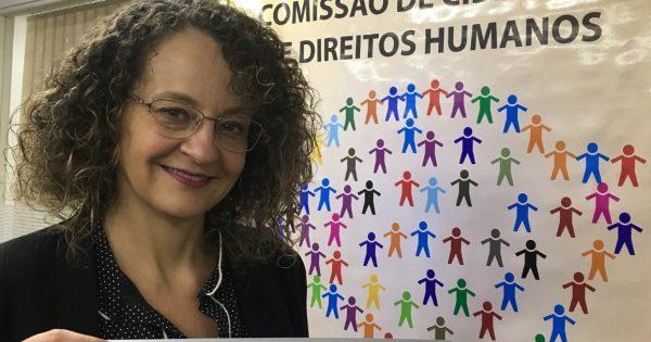 Luciana Genro destaca luta em defesa das mulheres, da comunidade LGBT, da negritude e de moradia digna em reunião da Comissão de Direitos Humanos