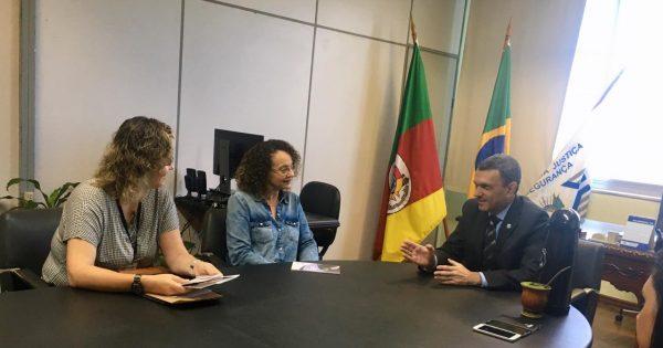 Luciana Genro apresenta projetos de lei na área de segurança e demandas da Apropens à Susepe