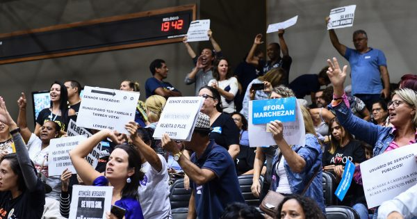 Servidores lotam audiência pública contra ataques do Marchezan